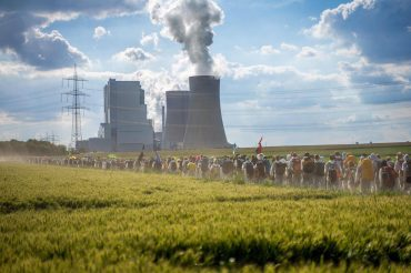 ENDE GELÄNDE: THE URGENCY FOR THE END OF FOSSIL ENERGIES