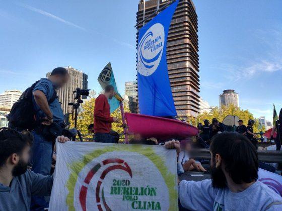 ARRANCA LA REBELIÓN POR EL CLIMA: TOMAR EL PUENTE