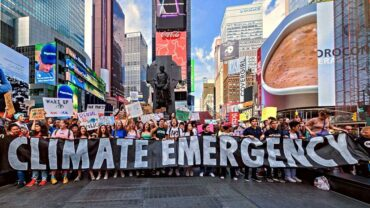 CLIMATE EMERGENCY: THE WORLD MOBILIZES